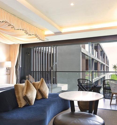suite with canopy